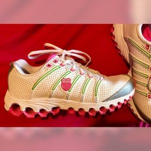 💗💚Very Cute Women's K-Swiss Shoes, Size 8